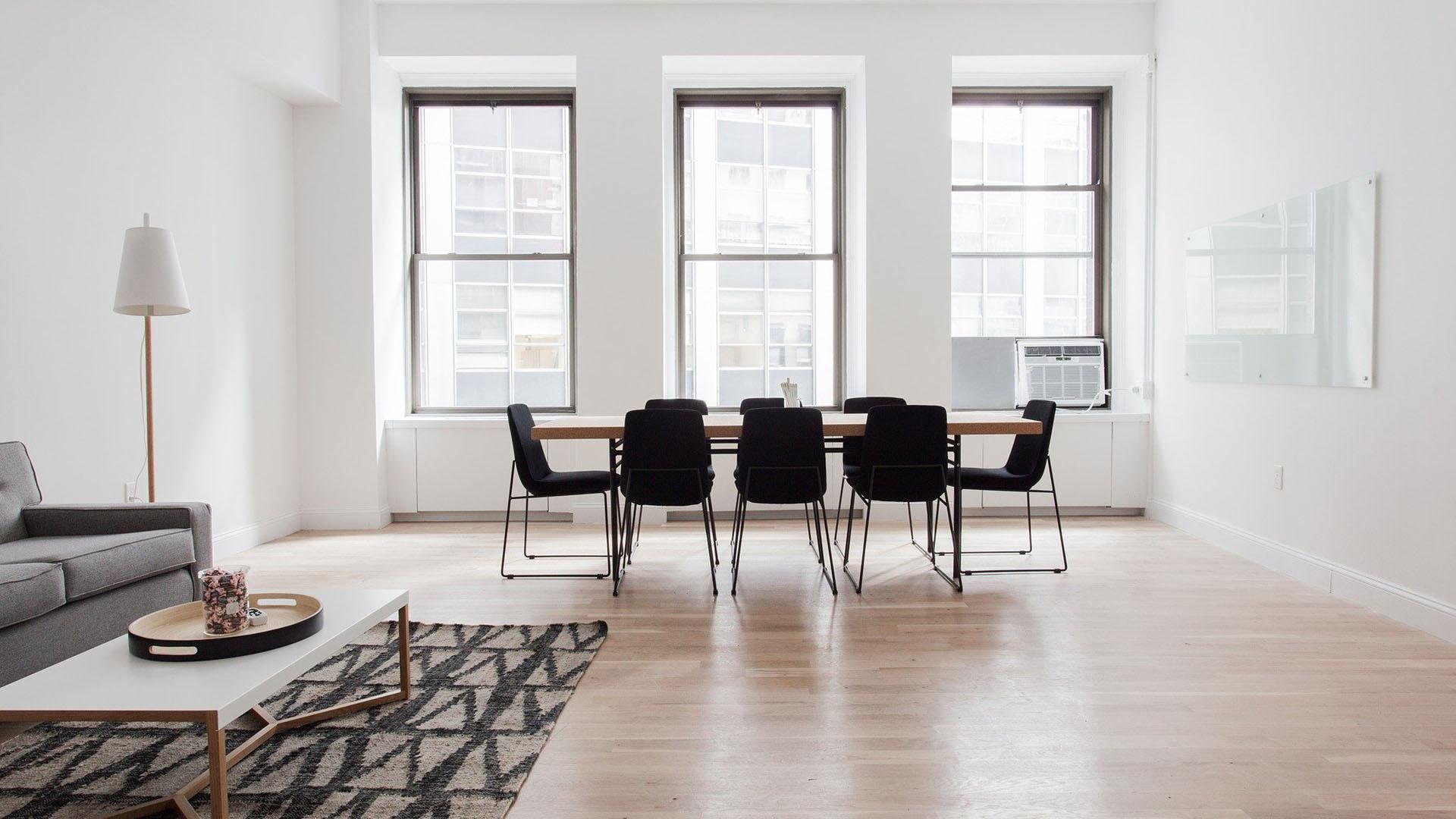 Holzboden mit Meetingraum