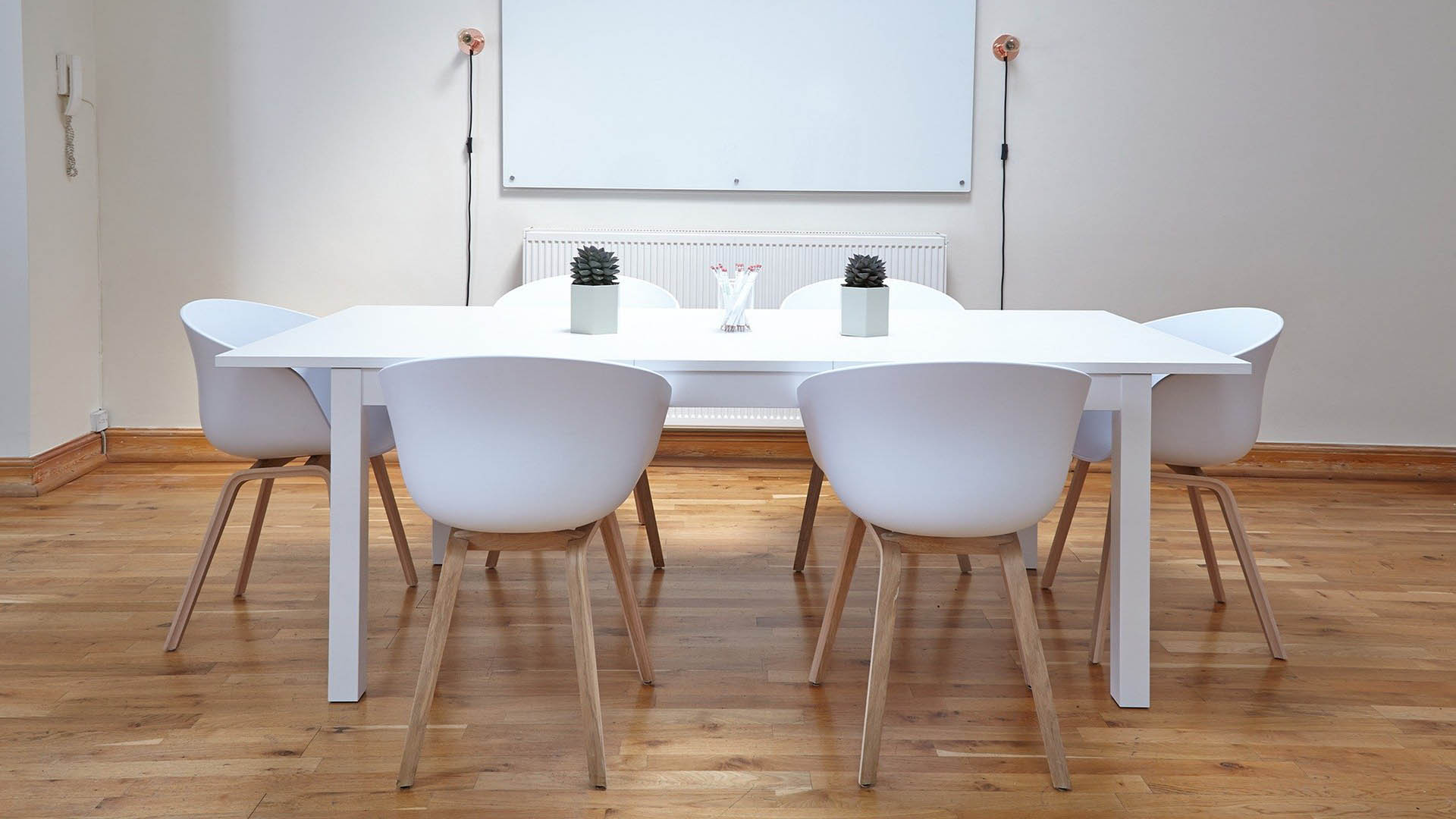 Esstisch mit White Board